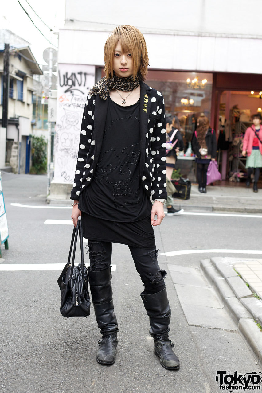 tokyo-fashion:  A stylish & friendly Japanese host named Yui who we street snapped in Harajuku.