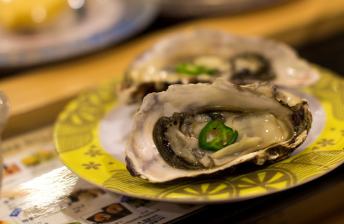 bokelicious:  nom. raw oysters with a kick! Lotte Food Court | Seoul, South Korea 03/24/20121/80 sec at f/2.2ISO 100Sigma 50mm f/1.4 EX DG HSMNo Flash