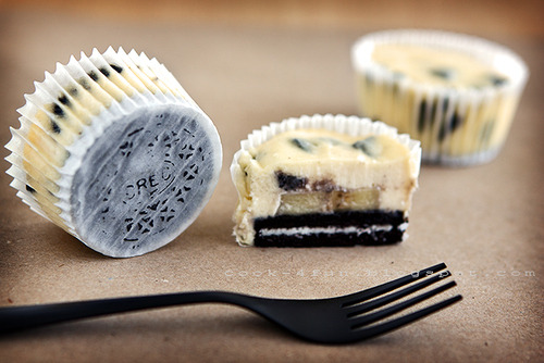 danegerous:  youramandatran:  Oreo Cheesecake Cups, holy mother of guilty pleasures, I want you.  …..GIMME