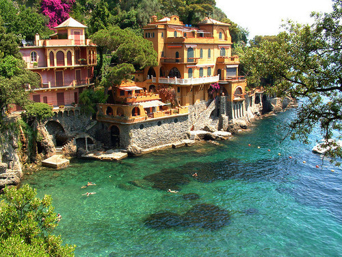 bluepueblo:  Seaside Houses, Portofino, Italy photo via seavoice  Could you imagine? wow
