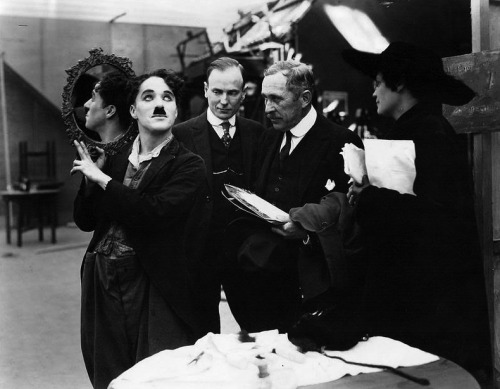 fuckyeahchaplin:  Charlie and reporters at his studios, c.1918