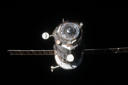 fuckyeahspaceexploration:  Progress 46 leaves the ISS. Filled with waste, it is due to burn up in the atmosphere of Earth over the Pacific Ocean.