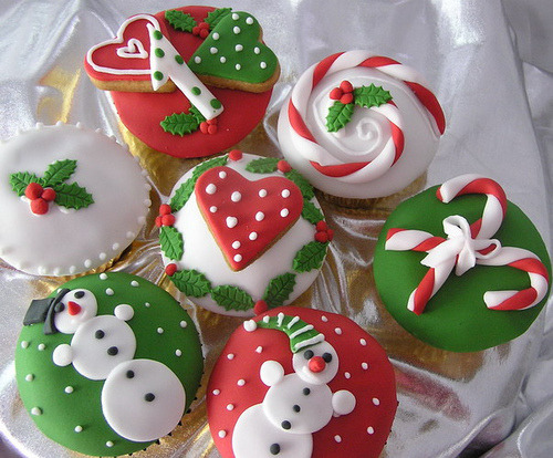 allchristmasallyear:  Christmas, Cupcakes on We Heart It.