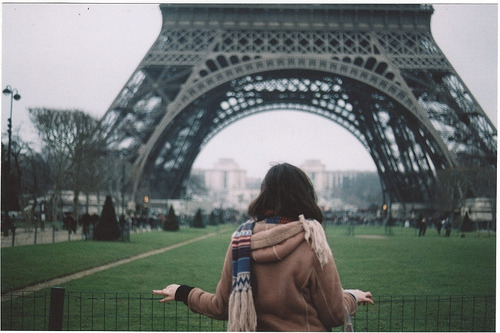 la-neve:  Paris is: Tour Eiffel (by Viola Cangi)
