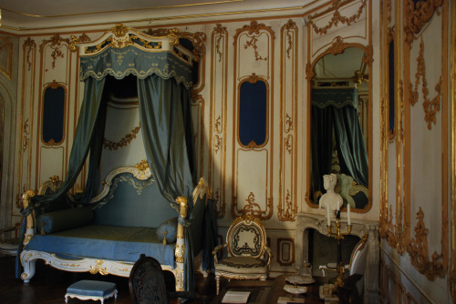 courtroyale:  a-l-ancien-regime:  Bedroom, Esterházy Palace (Hungary)  Beautiful boudoir…It reminds me of Marie Antoinette's one in Versailles Palace.