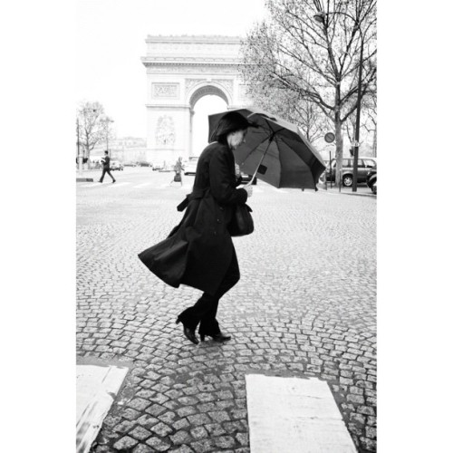 The umbrella woman. —————————————————————— Now you can see a sets of my street photography in Paris and other cities in my profile on 500px.com/samialramyan, from there press sets to see them. Hope you like them and many to come. #sramyan #documentit #parisstreets #paris #streetphotography #streetphoto_bw #fujix100 #x100 #500px (Taken with instagram)