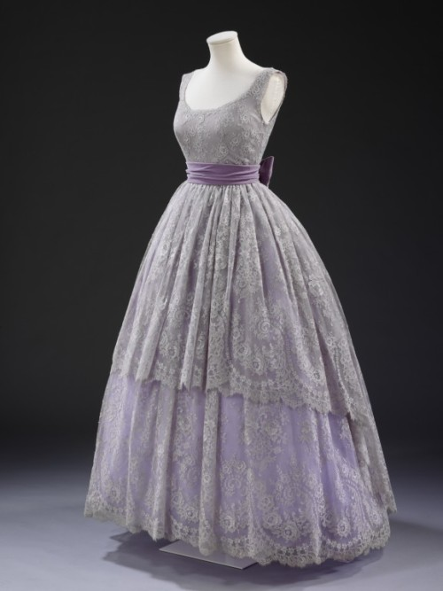 omgthatdress:  Dress Jacques Fath, 1957 The Victoria & Albert Museum