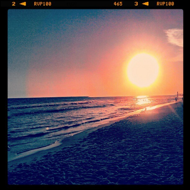 """Fading Color"" #beach #sunset #sun #HugeSun #BigSun #beautiful #Andrography #Instadroid #photography #instamood #edited using #PicSayPro (Taken with instagram)"