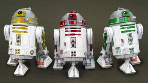 purple-lightsaber:  Believe it or not, these astromechs are made from paper. I KNOW. See 13 more paper Star Wars models on Bit Rebels!