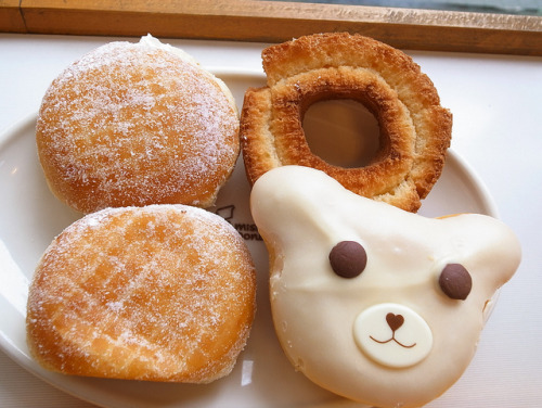 heartisbreaking:  mister Donut by mah0103 on Flickr.