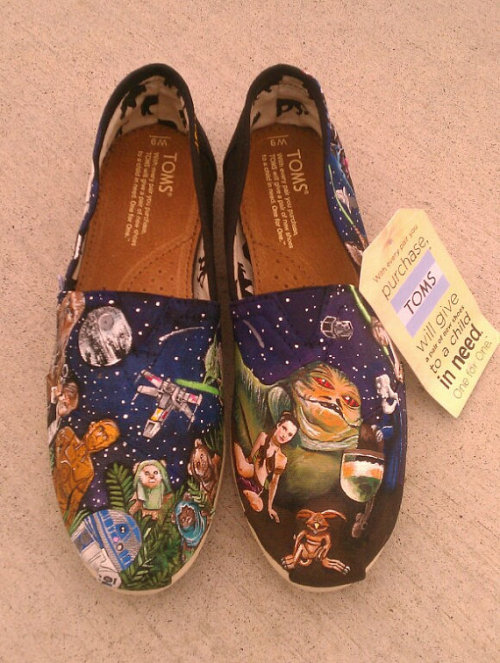 Now those are some handpainted Toms. And who doesn't want Salacious Crumb on a shoe? from Etsy
