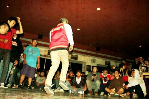 BBOY SHOW TIME#Bboy #photography #streamzoo #CapturedMoment(from @willdan14 on Streamzoo)