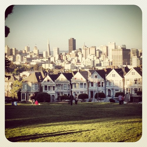 heylepe:  My neighborhood is the best.  (Taken with Instagram at Alamo Square)    I could use another trip to San Francisco ;)