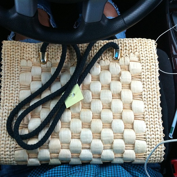 ilovemaicurls:  I love thrifting. Thrifted purse.
