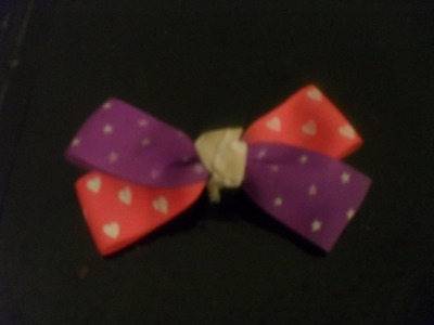 vintage 90s bow, clips closed, 6$