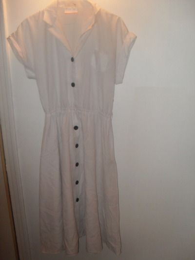 long white dress, mid-calf length, black buttons, elastic waist, made in Canada, 30$ What it looks like styled:  Vintage 60's mod belt, elastic and pleather with metal buckle, 7$