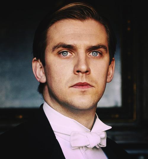 Capt. Matthew Crawley, Heir Presumptive to the Earldom of Grantham. Fought for England in the Great War until his injury at the Battle of Amiens in 1918.Engaged to be married to the eldest daughter of the current Earl of Grantham.