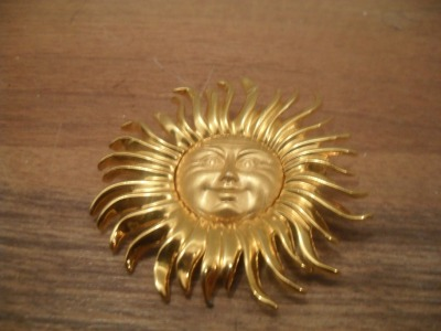 -SOLD- vintage metal sun brooch, about 2 inches in diameter, 7$