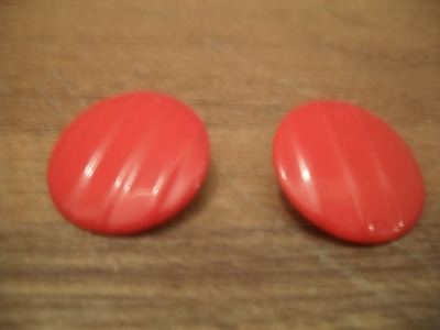 vintage clip on earrings, red plastic, carved groove detailing, these remind me of the earrings the secretaries wear in MadMen where they quickly slip them off to answer the phone :) 5$