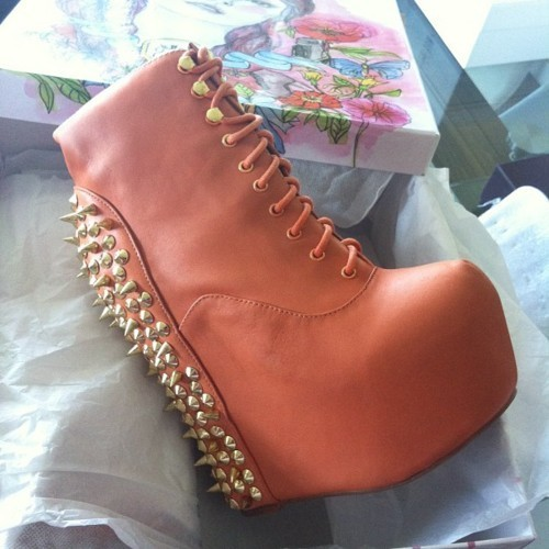 Jeffrey Campbell - Damsel in coral with gold studs :O