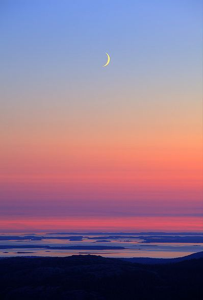 bedp0tato:  Sunset with Moon in Acadia By Greg from Maine