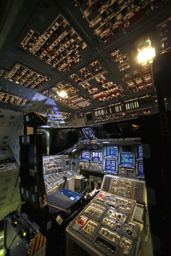 One Last Look At The Space Shuttle Endeavour's Cockpit Before It's Shut Down Forever Robert Johnson, businessinsider.com NASA host­ed one final media tour at Cape Canaver­al Fri­day April 6, allow­ing reporters a final look at the Endeav­our's cock­pit before all sys­tems are shut down, and it is turned over to Cal­i­for­nia Sci­ence Cen­ter in Los Ange­les.In th…