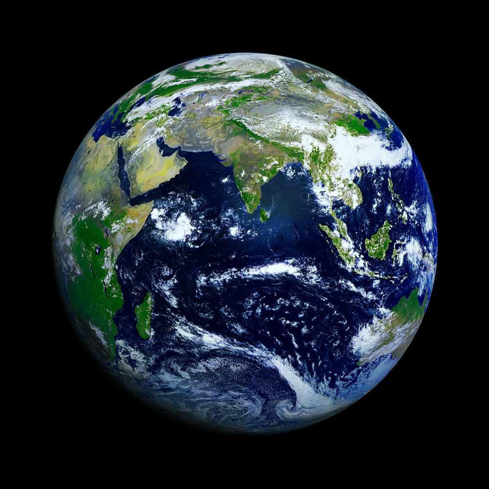 infinity-imagined:  The Highest-Resolution Photograph of Earth ever taken.  really frickin' awesome site, I just spent 20 minutes looking at the material on there.