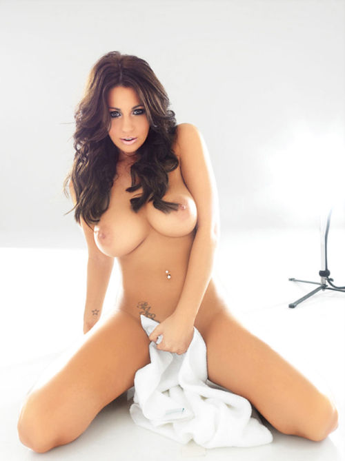 welcometoboobsville:  Holly Peers