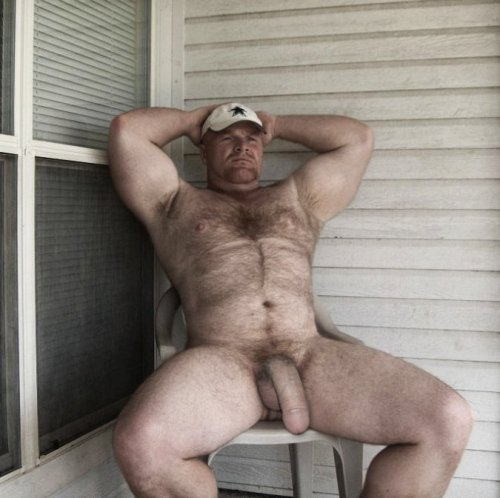 dadsonsex:  Dad relaxing