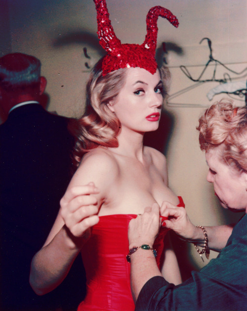 hipporacle:  retrobsession:  Anita Ekberg  I've never seen this photo of Anita. Oh, god. Take me now.