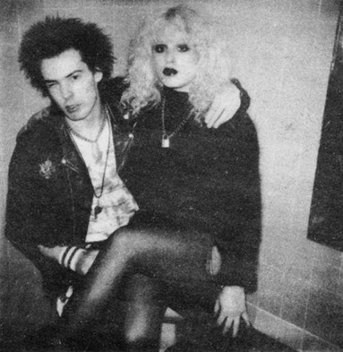 Crazy love: Sid and Nancy, 1978.   Photo by Chalkie Davies.