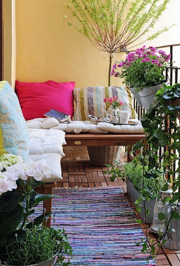 createaspace:  (via Essential Elements of a Garden Reading Nook | Apartment Therapy)