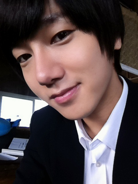 kkoming:   @shfly3424: http://twitpic.com/9cvjey 내일부턴 비오지마라잉 ~~ 앙?! @shfly3424: http://twitpic.com/9cvjey Please stop raining from tomorrow onwards~~ang?!  trans cr: onlyesung