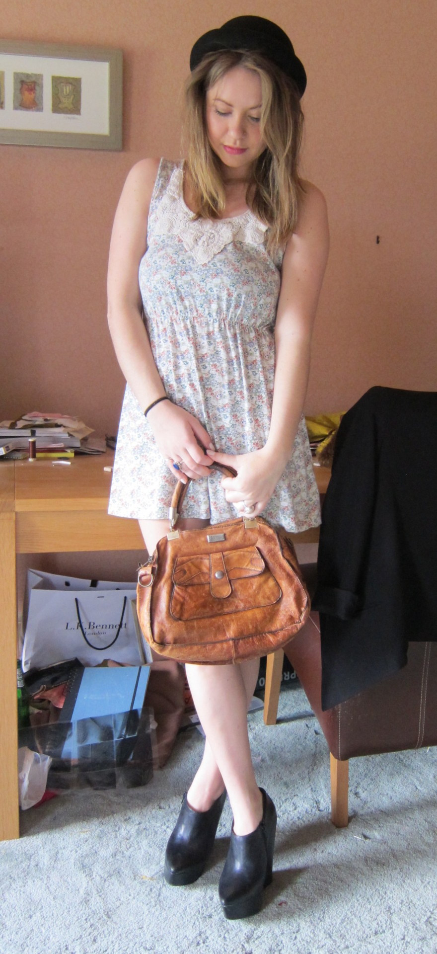 Vintage bag, selling for £15.