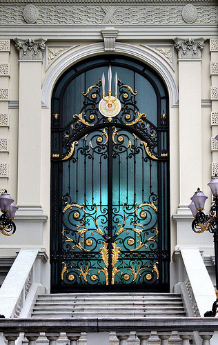 doors such as this one, intrigue me.