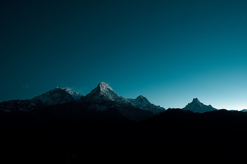 definitelydope:  Mountains at dawn (by oakleybloke)