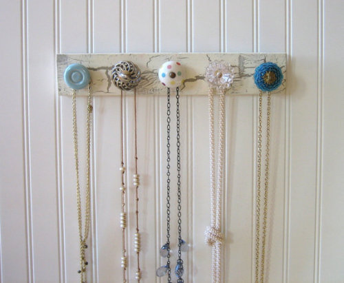 I could totally make this! Storage for necklaces and scarves. Just a board + some pretty knobs. Original inspiration: Etsy - AuntDedesBasement.