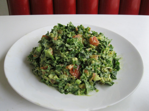 raw-vegan:  Creamy Kale Salad  1 bunch Green Kale chopped 3 large Tomatoes chopped 1/4 Sweet Onion chopped 1/2 cup sprouted Mung Beans (or any of your favorite sprouts) Avocado Cream Sauce (Cuisinart or Blender) 1 Navel Orange peeled 3 Avocados Mix all ingredients together and let it sit for 30 minutes.