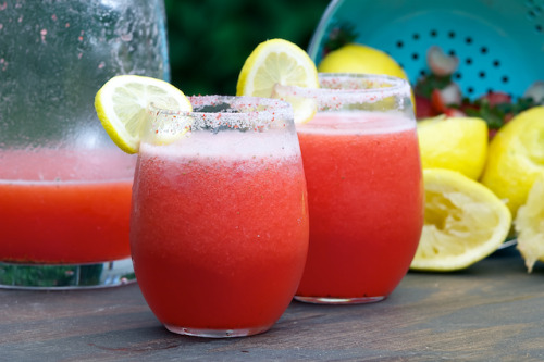 disneyfoodtravel:  Strawberry Lemonade Vodka Recipe