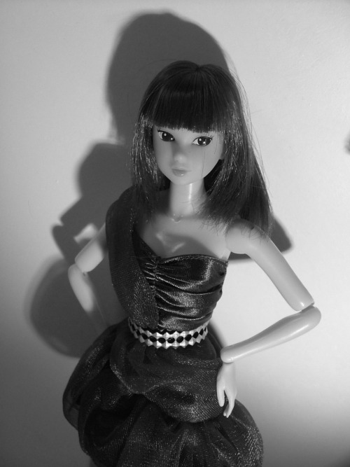 Momoko, sultry in black and white.