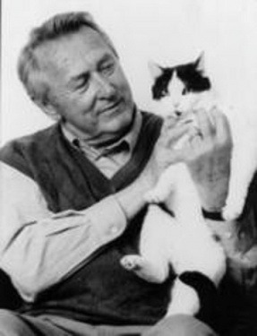 Hanns Cibulka with his cat.