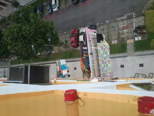 So this is how the people of Ang Mo Kio (Singapore) dry their laundry.(Taken from the tenth floor.)