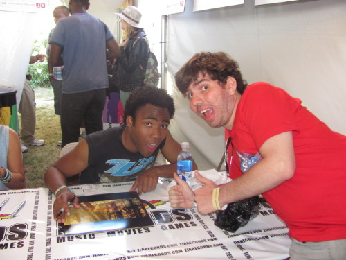 albertinho:  Donald Glover and I pulled the same face when we met each other.  Just gonna reblog myself because this fine dude is coming back in January and say what you want about that BDO lineup but it's actually one of the most interesting lineups they have pulled in years.