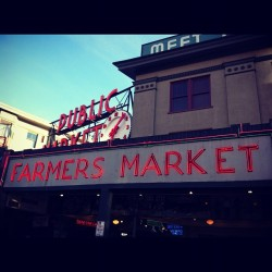 #pikeplace #seattle #pacificnorthwest #clubsocial #jj #ig #ignation #sun #washington #iphonesia #market #seattle  (Taken with Instagram at Pike Place Market)