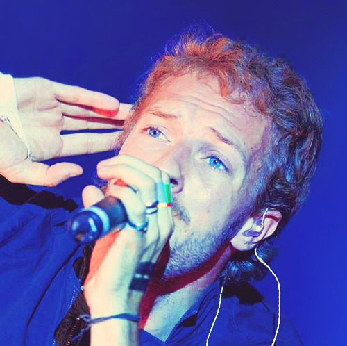 clocksofcoldplay:  Graaande Chris :)