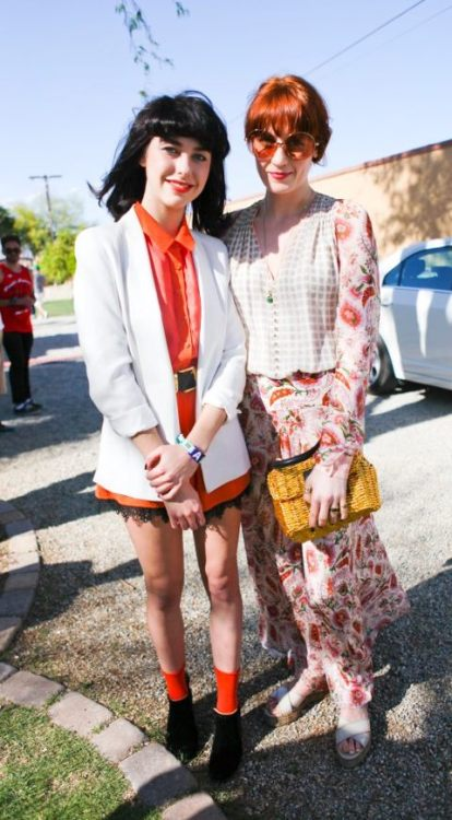 Kimbra and Florence just, you know, hanging out.