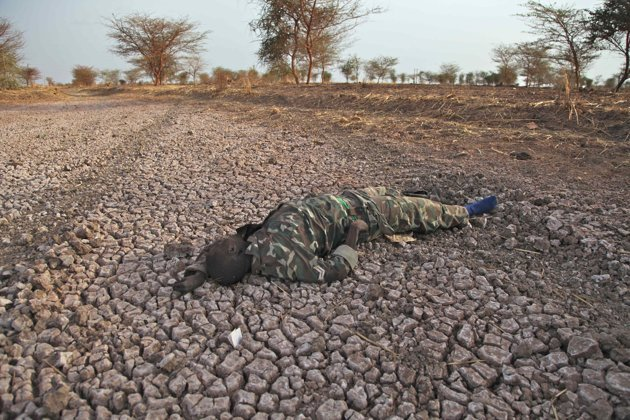 لا للحرب في السودان A dead Sudanese soldier lying on the road to Heglig. Sudan.Source: AP 14-04-2012