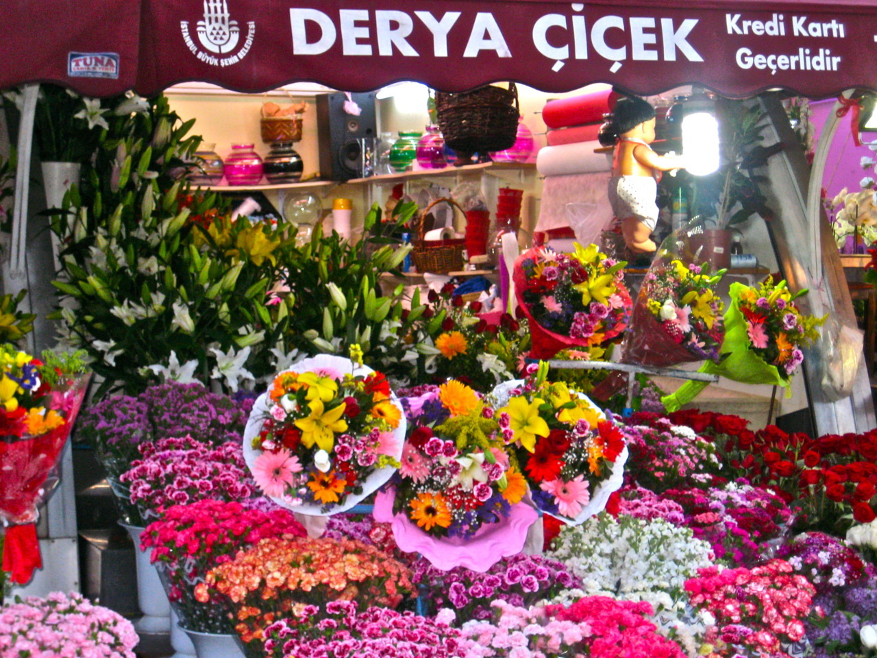 Flowers in Istanbul, photo by me.