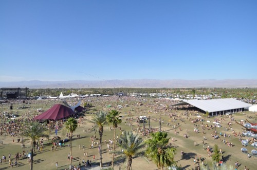 Coachella 2011, Main, Outdoor, Gobi, & Spaceship. I'm crushing your head!