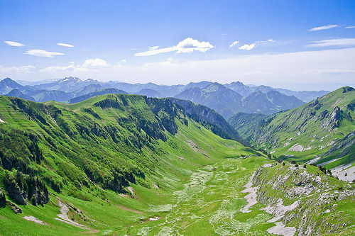 raq-attack:  Le Col de Bise, French Alps (by Ewen K)